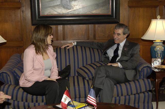 [Assignment: OS_2006_1201_243] Office of the Secretary (Carlos Gutierrez) - Hungarian Ambassador Andras Simonyi [40_CFD_OS_2006_1201_246__DSC1954.JPG]