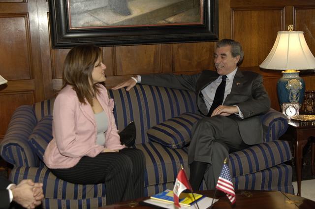 [Assignment: OS_2006_1201_243] Office of the Secretary (Carlos Gutierrez) - Hungarian Ambassador Andras Simonyi [40_CFD_OS_2006_1201_246__DSC1952.JPG]