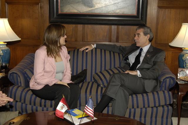 [Assignment: OS_2006_1201_243] Office of the Secretary (Carlos Gutierrez) - Hungarian Ambassador Andras Simonyi [40_CFD_OS_2006_1201_246__DSC1955.JPG]