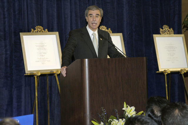 [Assignment: OS_2006_1201_249] Office of the Secretary (Carlos Gutierrez) - Secretary Gutierrez Remarks Hispanic Scholarship Fund [40_CFD_OS_2006_1201_249__DSC0063a.jpg]