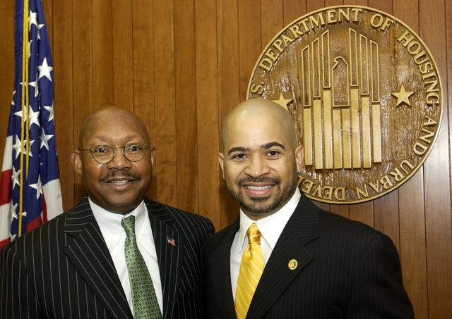 Secretary Alphonso Jackson with Darryl Bell - Secretary Alphonso Jackson meeting at HUD Headquarters with [actor] Darryl Bell