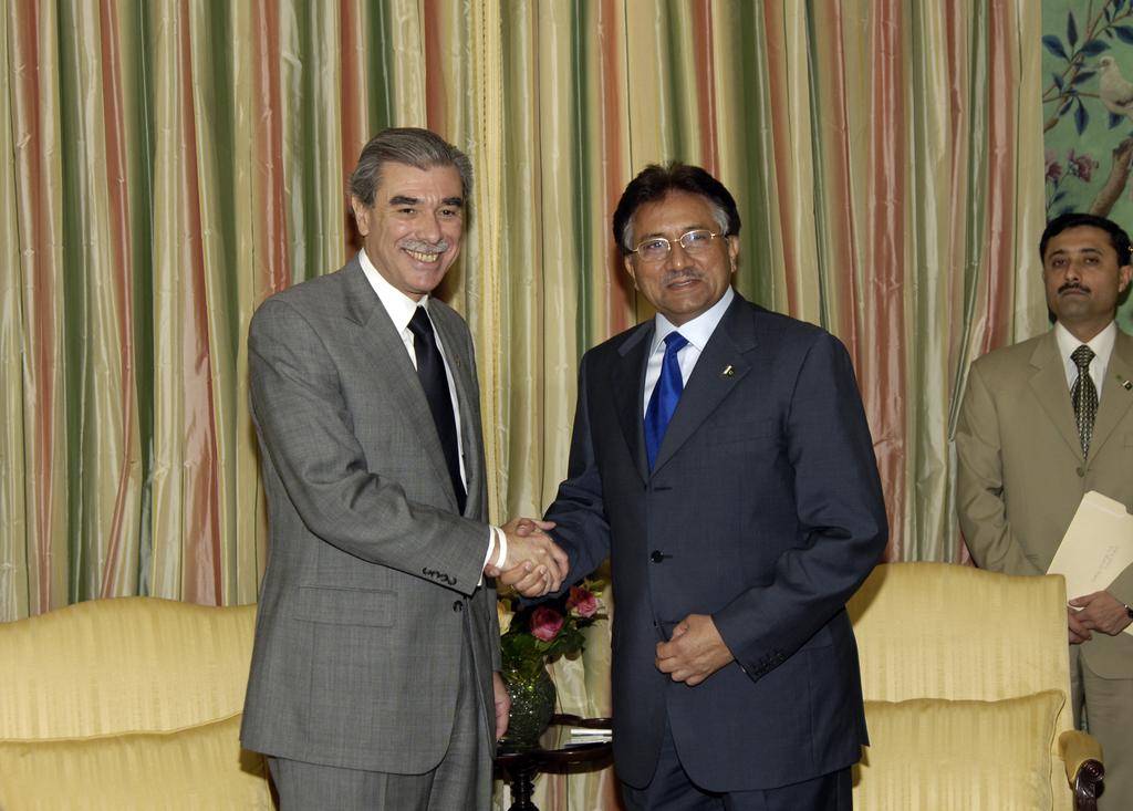 [Assignment: OS_2006_1201_258] Office of the Secretary (Carlos Gutierrez) - President of Pakistan Pervez Musharraf [40_CFD_OS_2006_1201_258__DSC2009.JPG]
