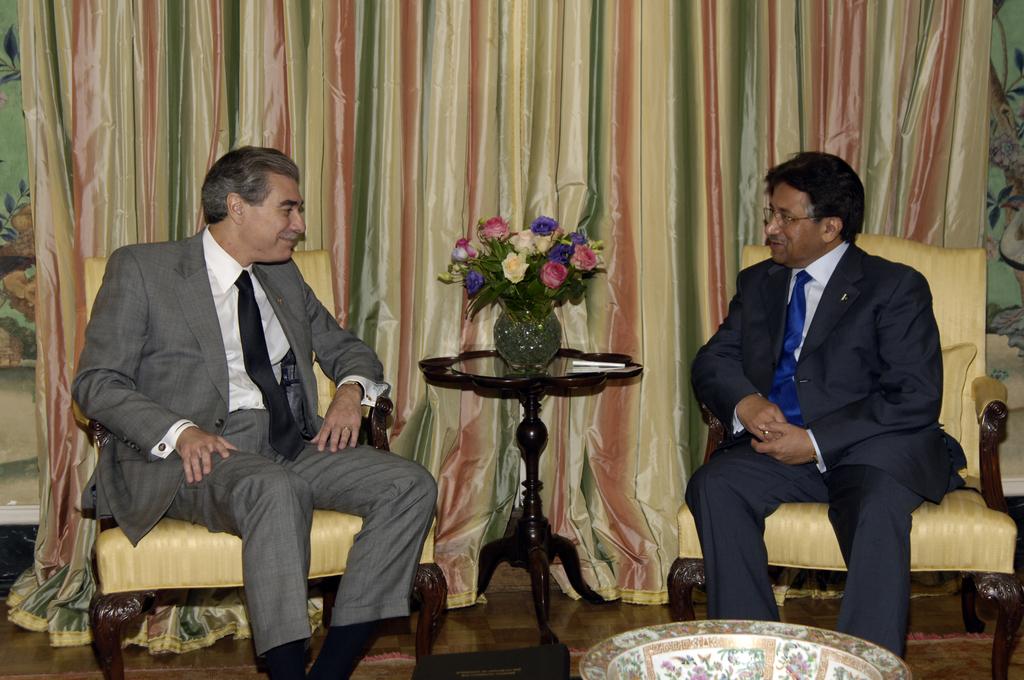 [Assignment: OS_2006_1201_258] Office of the Secretary (Carlos Gutierrez) - President of Pakistan Pervez Musharraf [40_CFD_OS_2006_1201_258__DSC2018.JPG]