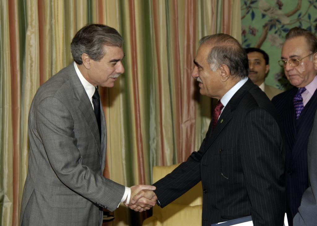 [Assignment: OS_2006_1201_258] Office of the Secretary (Carlos Gutierrez) - President of Pakistan Pervez Musharraf [40_CFD_OS_2006_1201_258__DSC2008.JPG]