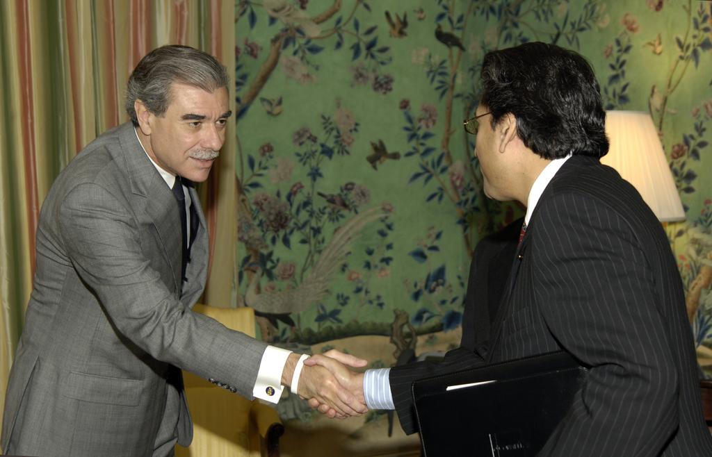 [Assignment: OS_2006_1201_258] Office of the Secretary (Carlos Gutierrez) - President of Pakistan Pervez Musharraf [40_CFD_OS_2006_1201_258__DSC1998.JPG]