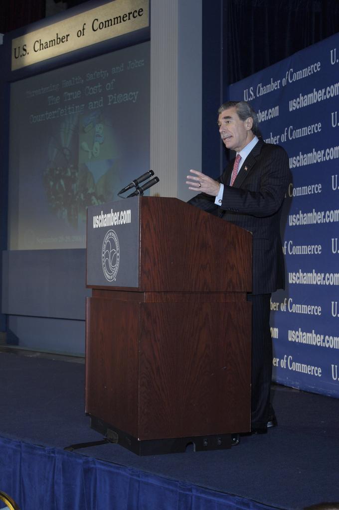 [Assignment: OS_2006_1201_264] Office of the Secretary (Carlos Gutierrez) - Secretary Gutierrez Speaks to Anti-Counterfeiting and Piracy Summit [40_CFD_OS_2006_1201_264__DSC0011.JPG]