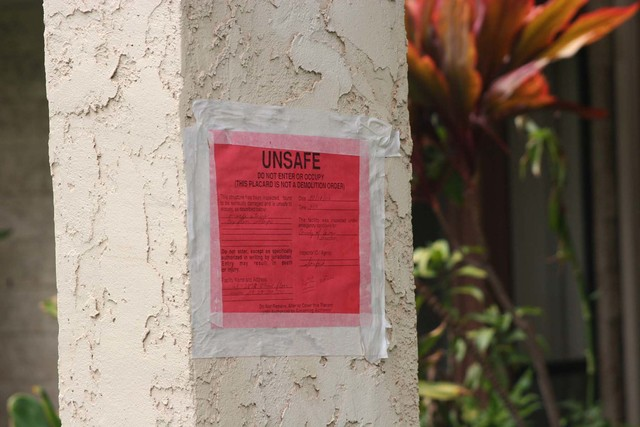 "[Earthquake] Waikoloa Village, HI., October 24, 2006 - Red placards warning that entry to the property could result in death or injury were placed on homes in the Panilo Club Condominium complex.  Under the jurisdiction of Hawaii County Emergency conditions, inspectors ""red tagged"" structures deemed uninhabitable following the October 15 earthquake. Patricia Brach/FEMA"