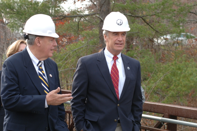 [Assignment: 48-DPA-SIO_K_NPS_Ash] Visit of Secretary Dirk Kempthorne to Asheville, North Carolina, [for event at Blue Ridge Parkway Destination Center construction site with North Carolina Congressman Charles Taylor and Blue Ridge Parkway Superintendent Phil Francis] [48-DPA-SIO_K_NPS_Ash_DOI_8914.JPG]