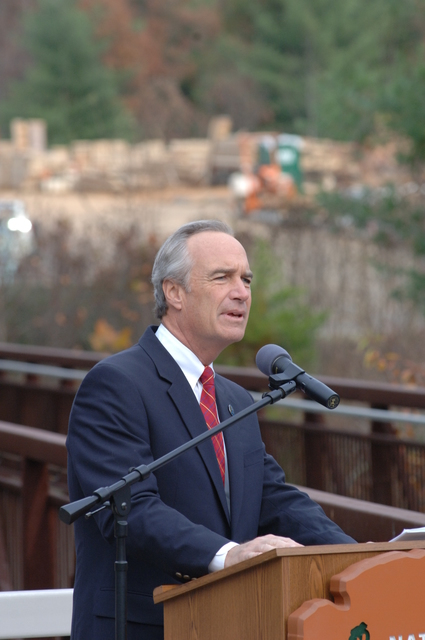 [Assignment: 48-DPA-SIO_K_NPS_Ash] Visit of Secretary Dirk Kempthorne to Asheville, North Carolina, [for event at Blue Ridge Parkway Destination Center construction site with North Carolina Congressman Charles Taylor and Blue Ridge Parkway Superintendent Phil Francis] [48-DPA-SIO_K_NPS_Ash_DOI_8923.JPG]