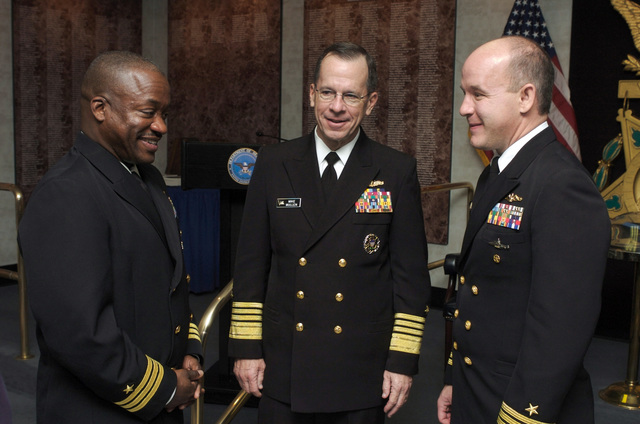 U.S. Navy CHIEF of Naval Operations (CNO) Adm. Mike Mullen (center), speaks with the former Arleigh Burke class guided-missile destroyer USS ROOSEVELT (DDG 80) Commanding Officer and CMDR. Brian T Howes, Commanding Officer (CO) of the Los Angeles class attack submarine USS LA JOLLA (SSN 701), after the presentation of their Vice Adm. James B. Stockdale Award for Leadership in the Hall of Heroes at the Pentagon. (U.S. Navy PHOTO by Mass Communication SPECIALIST 1ST Class Chad J. McNeeley) (Released)
