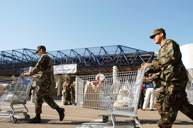 Service personnel in San Diego, Calif., receive food baskets at the Outline Field Imperial Beach Commissary. The commissary gave 60 Thanksgiving Food Baskets to service personnel and their families on Nov. 17, 2006. (U.S. Navy PHOTO by Mass Communication SPECIALIST SEAMAN Daisy Abonza) (Released)