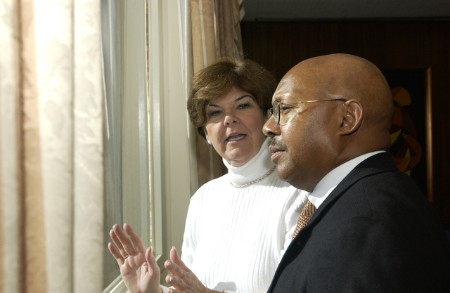 Secretary Alphonso Jackson with ABC's Ann Compton - Secretary Alphonso Jackson meeting with ABC News Radio correspondent Ann Compton at HUD Headquarters