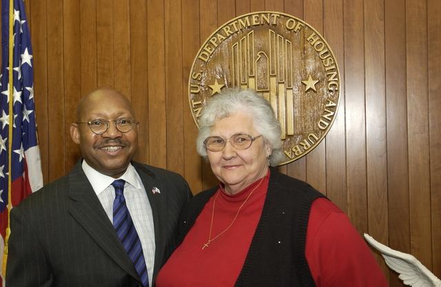 Secretary Alphonso Jackson with Loretta Brittain - Secretary Alphonso Jackson meeting with Loretta Brittain at HUD Headquarters