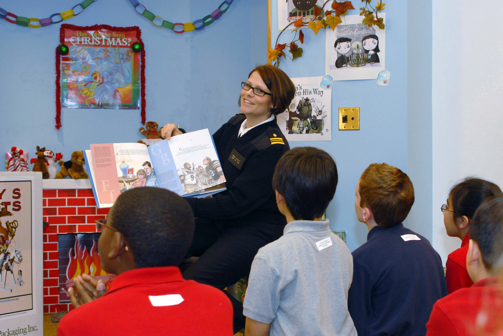 U.S. Navy LT. CMDR. Sara Pickett, a clinical nurse specialist at Naval Medical Center Portsmouth, reads stories to kids at a local bookstore, in Virginia Beach, Va. (U.S. Navy PHOTO by Mass Communication SPECIALIST Seamen Cory Rose) (Released)