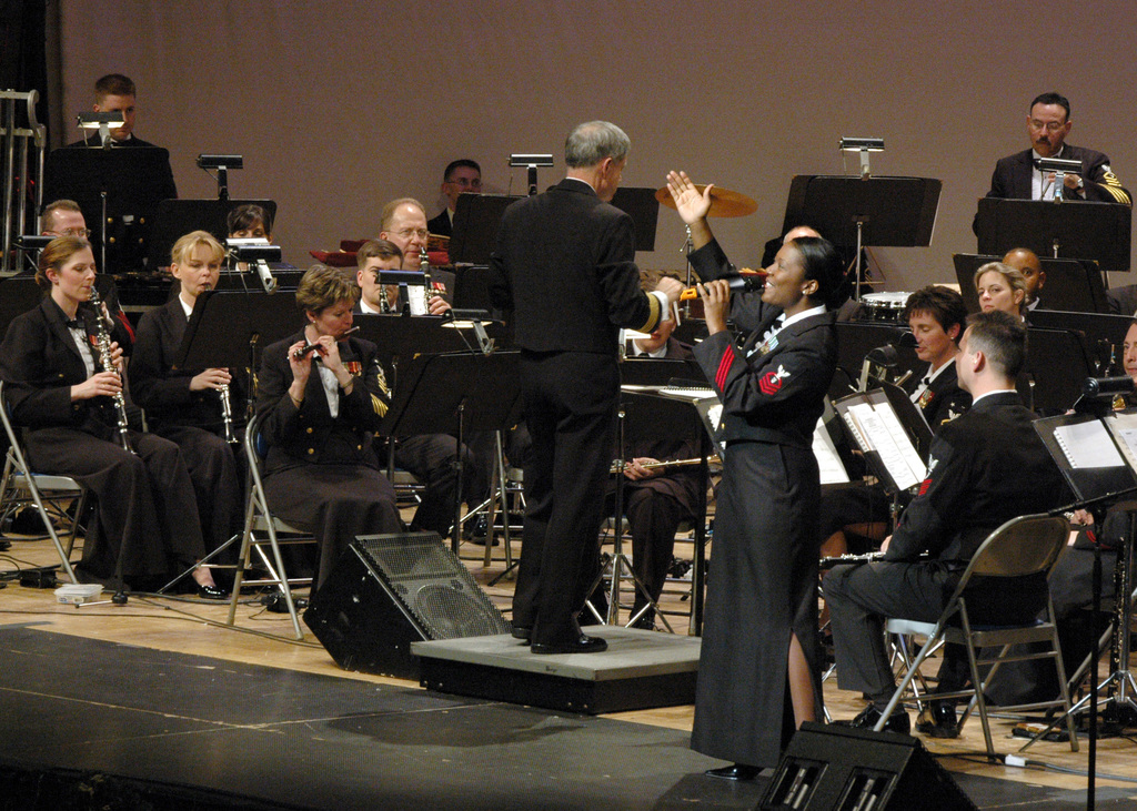 """U.S. Navy CHIEF Musician Yolanda C. Pelzer of the U.S. Navy Band Commodores jazz ensemble, sings""""O Christmas Tree""""during the 2006""""Happy Holidays""""Concert at DAR Constitution Hall, Washington, District of Columbia. (U.S. Navy PHOTO by CHIEF Musician Stephen Hassay) (Released)"""