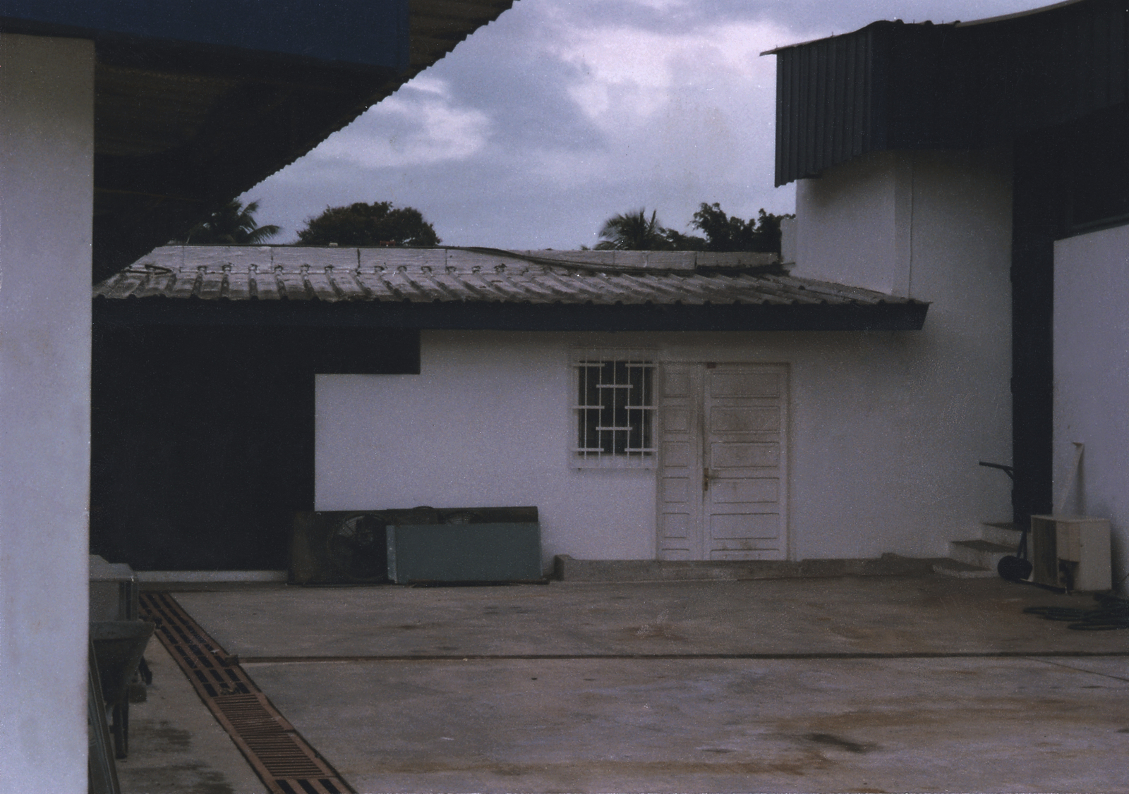 Abidjan - Compound Site - 1988