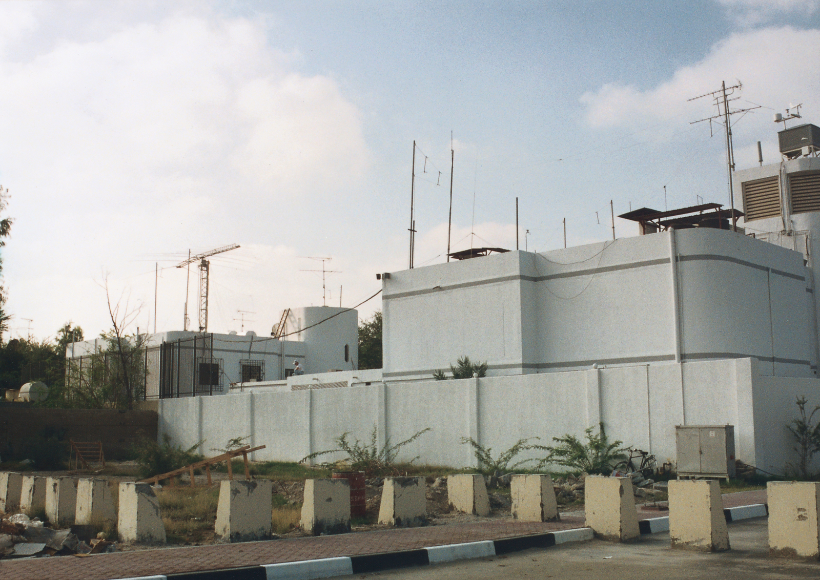 Abu Dhabi - Chancery Office Building - 1993