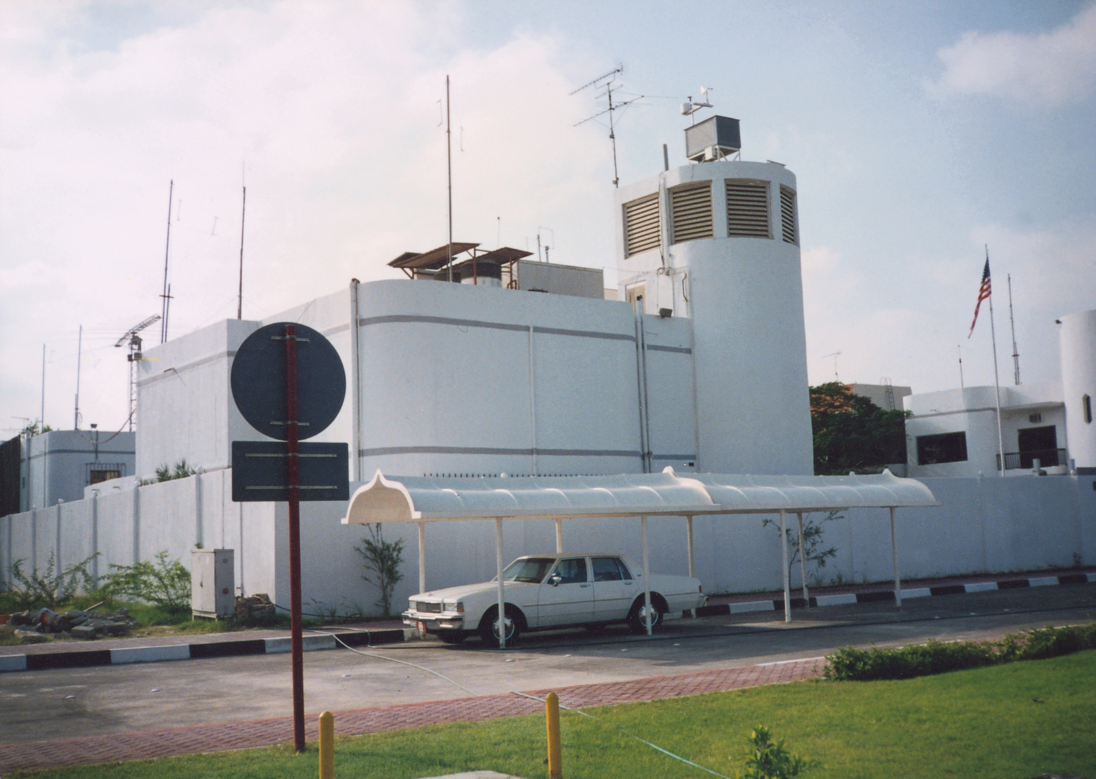Abu Dhabi - Chancery Office Building - 1993
