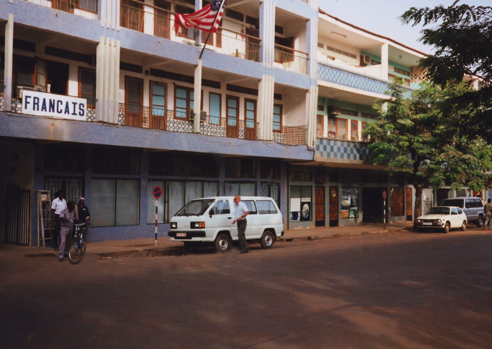Bissau - Multi-Unit Residential Building - 1990