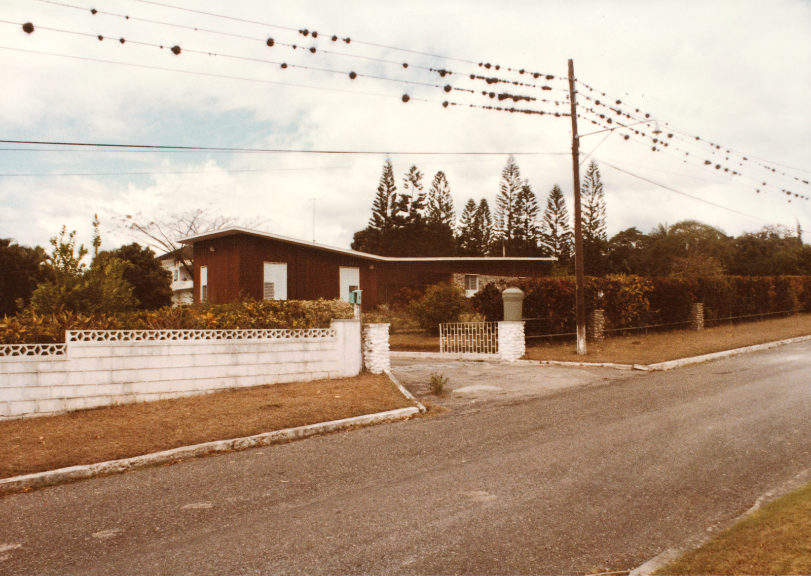 Kingston - Mid-Level Position Residence - 1980
