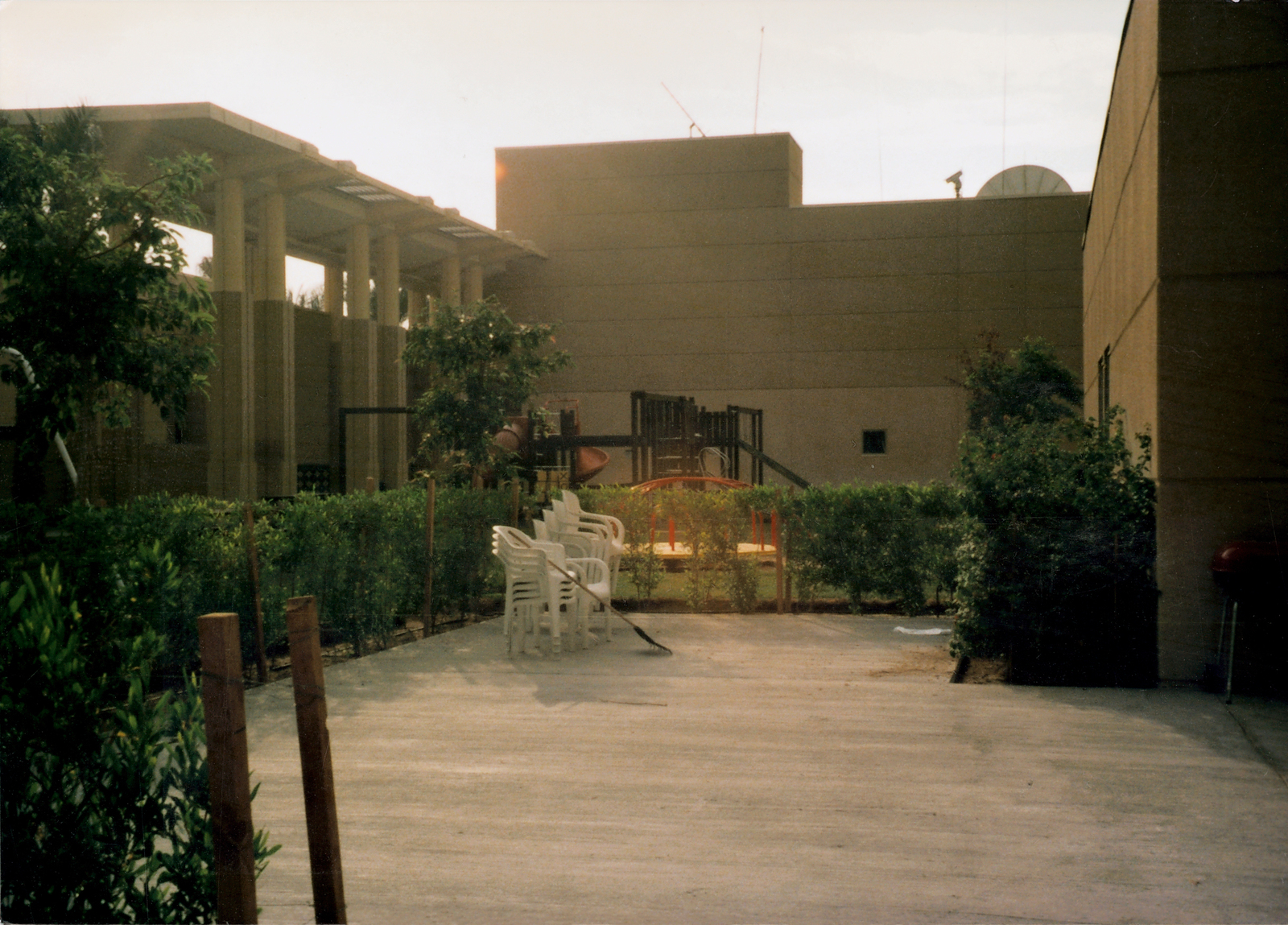 Kuwait - Chancery Office Building - 1996