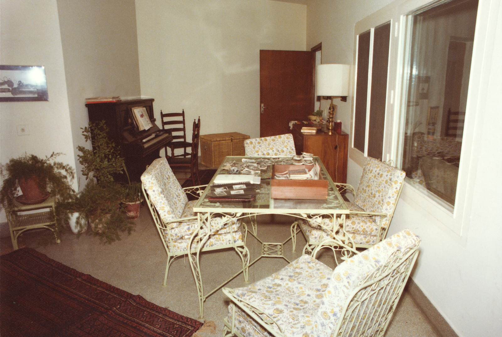 Lahore - Mid-Level Position Residence - 1976