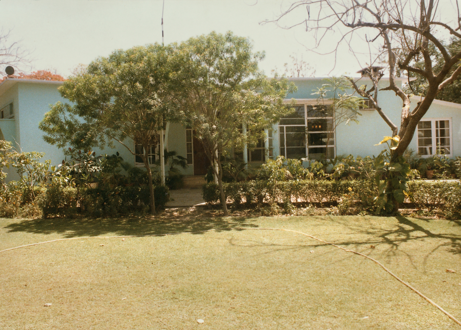 Lahore - Mid-Level Position Residence - 1985