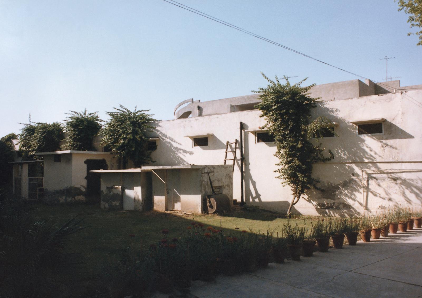 Lahore - Multi-Unit Residential Building - 1985