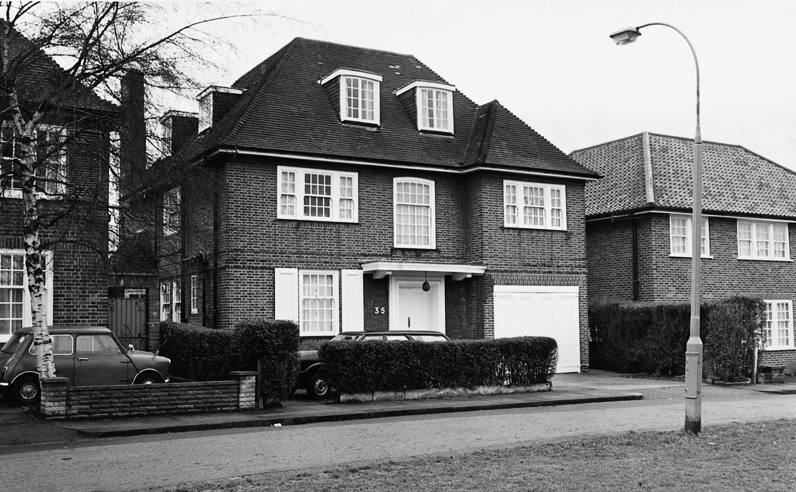 London - Mid-Level Position Residence