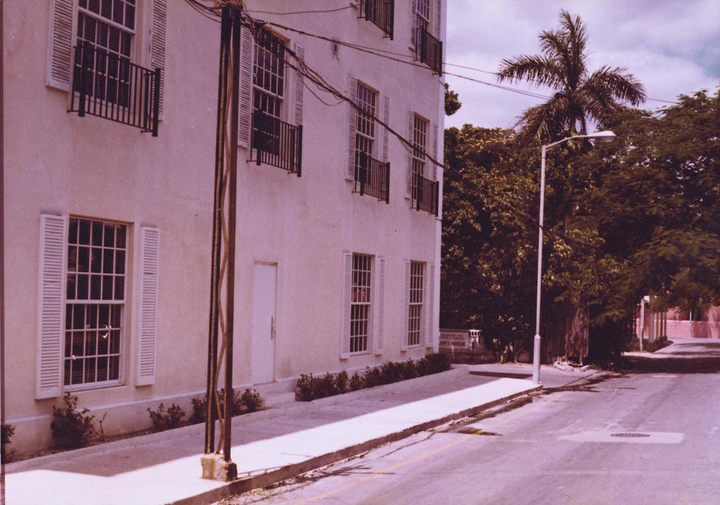Nassau - Chancery Office Building - 1974