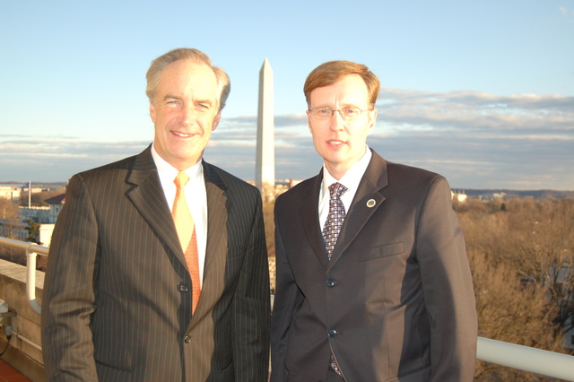 [Assignment: 48-DPA-SOI_K_McKenna_1-07] Secretary Dirk Kempthorne [at Main Interior] with Rob McKenna, [Attorney General of the State of Washington] [48-DPA-SOI_K_McKenna_1-07_DSC_0004.JPG]