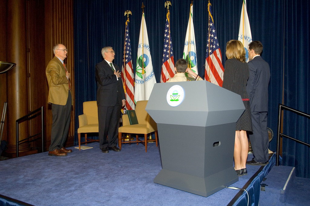 Office of the Administrator (Stephen L. Johnson) - Presidents Environmental Youth Award (PEYA) Award [412-APD-277-04-20-07_PEYA_Awards_004.jpg]