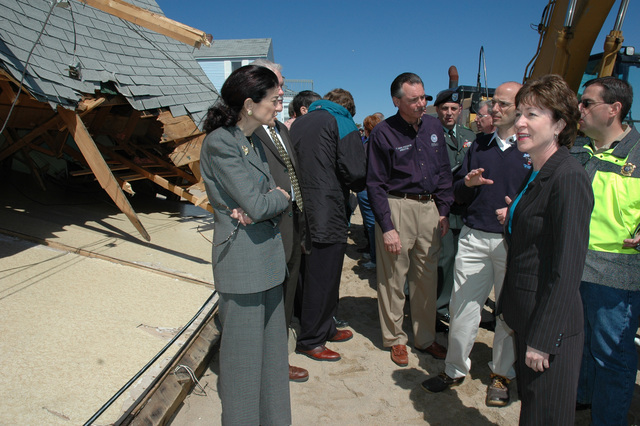 Saco, Maine, April 20, 2007 -- FEMA Administrator R. David Paulison toured damaged areas of Maine on Friday with Senator Olympia Snowe, Governor John Baldacci, and Senator Susan Collins.  Paulison met with families that were affected by the Patriot?s Day storm and walked a neighborhood that suffered severe damage from repeated storm surges.  Paulison also toured parts of New Hampshire and met Governor John Lynch and Senator John Sununu.  Paulison?s tours on Friday were his first in the northeast and he is scheduled to visit New York and New Jersey next week.  FEMA/Marty Bahamonde