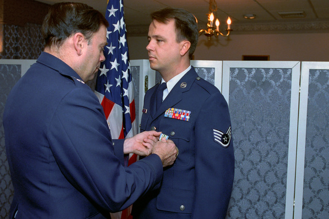 U.S. Air Force MAJ. GEN. John P. Jumper, left, presents a Joint Service Commendation Medal to U.S. Air Force STAFF SGT. Cliff Zimmer, a mess personnel from the Office of the Secretary of Defense, during a ceremony at the Pentagon, Washington, D.C., on Jan. 4, 1993. Package No. A07D- 00083 (DOD PHOTO by Robert D. Ward) (Released)