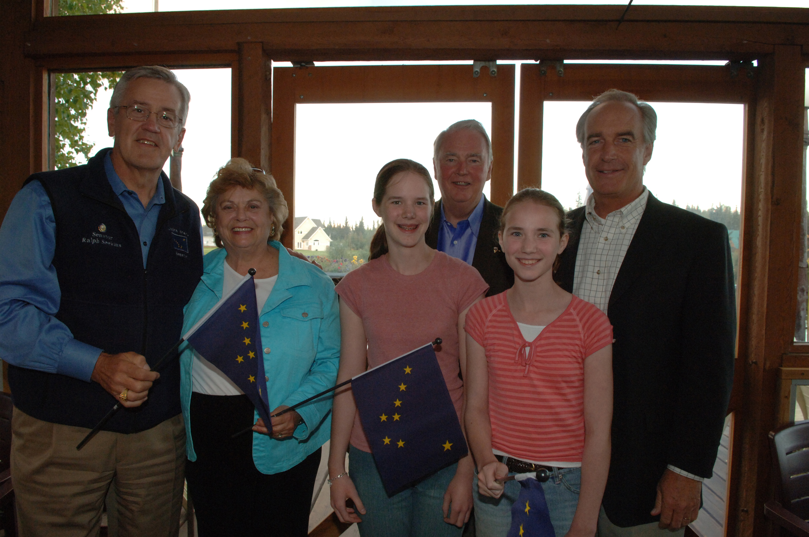 [Assignment: 48-DPA-K_lab810_Select] Secretary Dirk Kempthorne with [group including] Emma Hughes and Lauren Hughes, 8/28/2006 [48-DPA-K_lab810_Select_017.jpg]