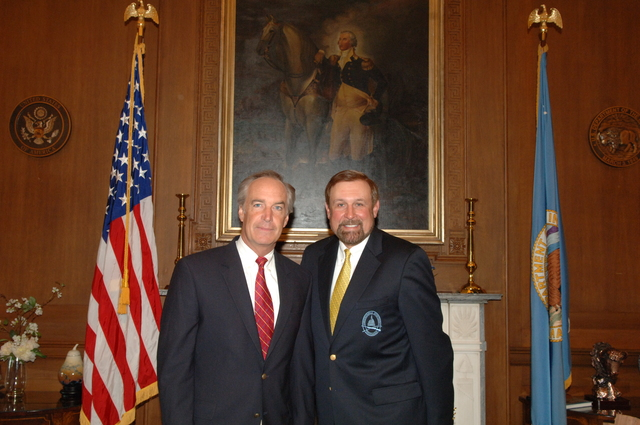 [Assignment: 48-DPA-K_lab810_Select] Secretary Dirk Kempthorne with [Sporting Conservation Council member, and National Wild Turkey Federation Chief Executive Officer] Rob Keck, 5/22/2007 [48-DPA-K_lab810_Select_032.JPG]