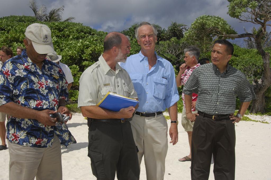 [Assignment: 48-DPA-SOI_K_Guam_6-6-7-07] Pacific Islands Tour:  Visit of Secretary Dirk Kempthorne [and aides] to Guam, U.S. Territory [48-DPA-SOI_K_Guam_6-6-7-07__DI12119.JPG]