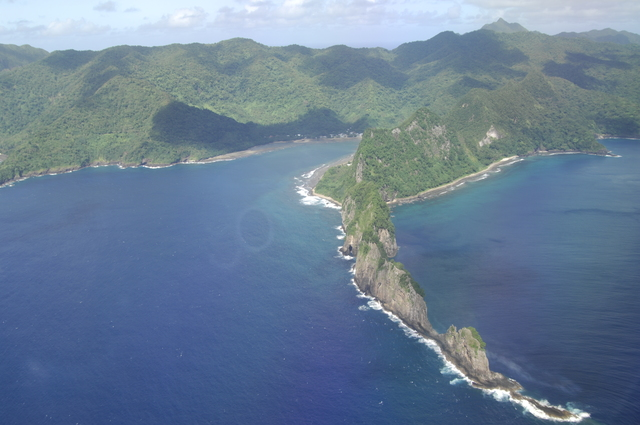 [Assignment: 48-DPA-SOI_K_Amer_Sam] Pacific Islands Tour:  Visit of Secretary Dirk Kemmpthorne [and aides] to American Samoa, U.S. Territory [48-DPA-SOI_K_Amer_Sam__DI15719.JPG]