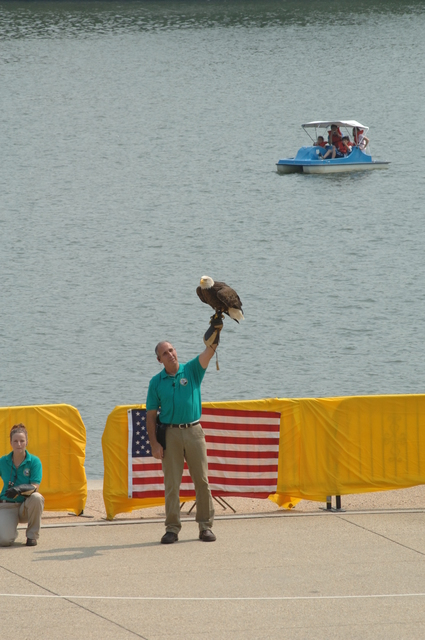 [Assignment: 48-DPA-06-28-07_SOI_K_Eagle_Delist] Press conference [and related ceremonial activities, at the Jefferson Memorial in Washington, D.C., marking the official announcement of the] Fish and Wildlife Service's decision to remove the bald eagle from the list of threatened and endangered species, [with remarks by Secretary Dirk Kempthorne,  Deputy Secretary P. Lynn Scarlett,, White House Council on Environmental Quality Chairman James Connaughton,  and other federal agency and conservation organization officials] [48-DPA-06-28-07_SOI_K_Eagle_Delist_IOD_8885.JPG]