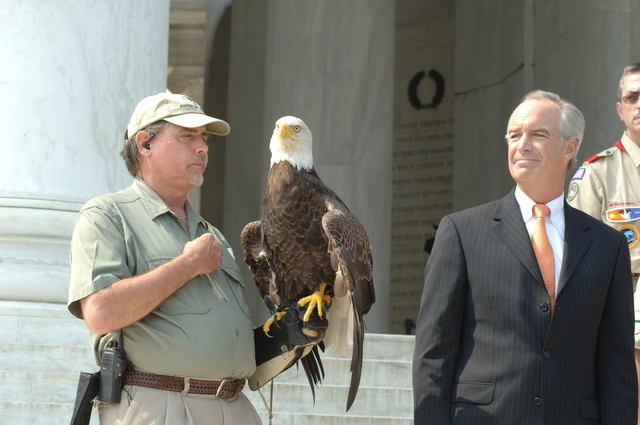 [Assignment: 48-DPA-06-28-07_SOI_K_Eagle_Delist] Press conference [and related ceremonial activities, at the Jefferson Memorial in Washington, D.C., marking the official announcement of the] Fish and Wildlife Service's decision to remove the bald eagle from the list of threatened and endangered species, [with remarks by Secretary Dirk Kempthorne,  Deputy Secretary P. Lynn Scarlett,, White House Council on Environmental Quality Chairman James Connaughton,  and other federal agency and conservation organization officials] [48-DPA-06-28-07_SOI_K_Eagle_Delist_IOD_8838.JPG]