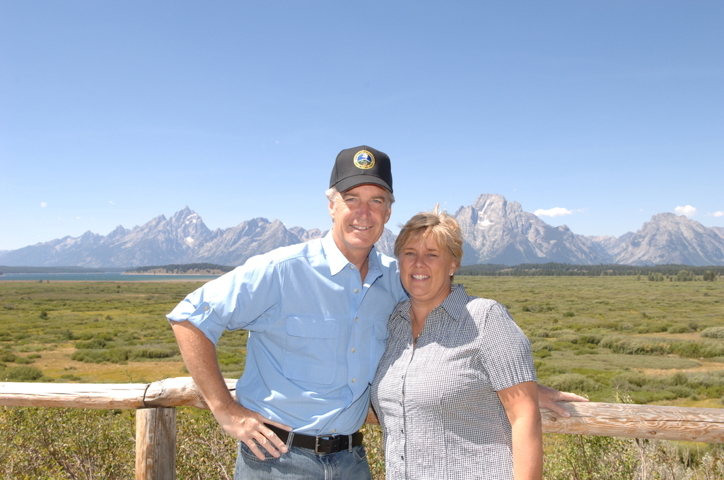 [Assignment: 48-DPA-8-12-07_SOI_K_Yellow_Sec] Visit of Secretary Dirk Kempthorne, [wife Patricia, Secretary's aides] to Yellowstone National Park, Wyoming, [for touring, discussions with National Park Service staff] [48-DPA-8-12-07_SOI_K_Yellow_Sec_DOI_0344.JPG]