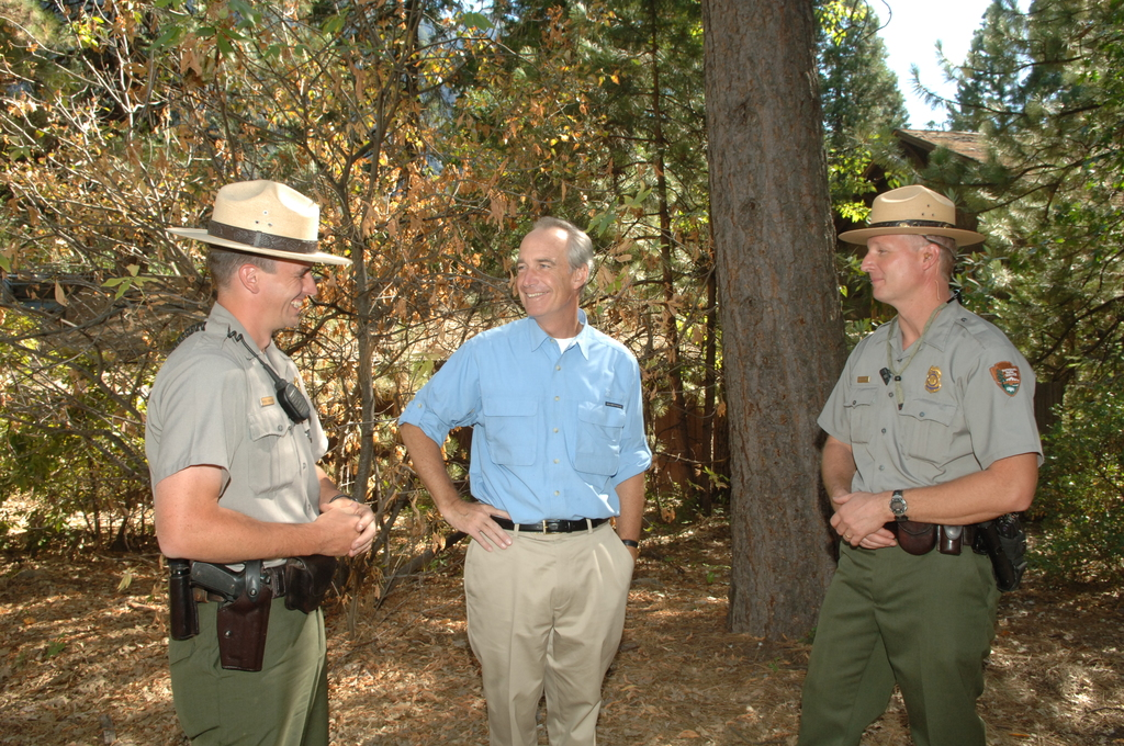 "[Assignment: 48-DPA-08-23-07_SOI_K_Yosemite_NPS] Visit of Secretary Dirk Kempthorne to Yosemite National Park, California, [where he toured, met with Yosemite Superintendent Mike Toillefson and other] Yosemite staff, [and joined National Park Service Director Mary Bomar at a press conference announcing more than 200 proposed ""ready to go"" projects to be undertaken in National Parks around the country as part of the National Park Centennial Initiative [48-DPA-08-23-07_SOI_K_Yosemite_NPS_IOD_2530.JPG]"