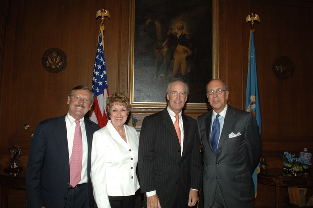[Assignment: 48-DPA-09-10-07_SOI_K_Briganti] Secretary Dirk Kempthorne [meeting at Main Interior] with officials from The Statue of Liberty-Ellis Island Foundation, Inc.--[President and Chief Executive Officer] Stephen Briganti, and [Chairman of the Board of Directors] Paul Weaver--[along with National Park Service Director Mary Bomar] [48-DPA-09-10-07_SOI_K_Briganti_IOD_2869.JPG]