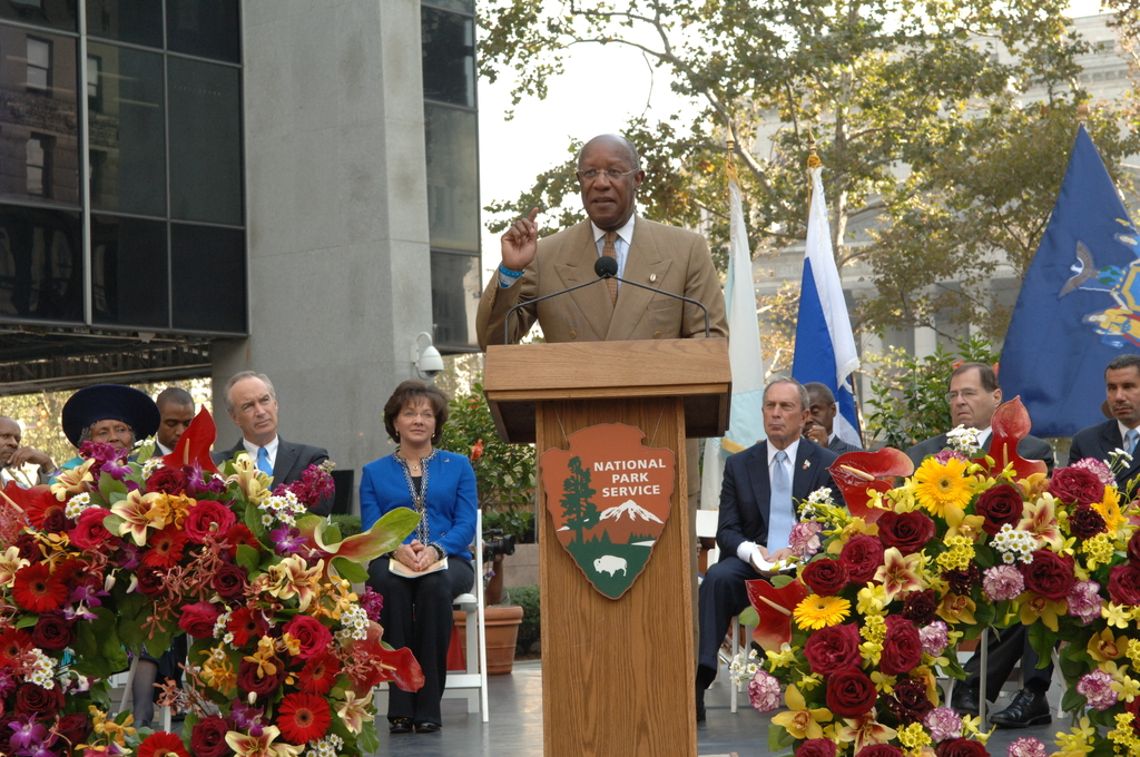 [Assignment: 48-DPA-10-05-07_SOI_K_ABG_Event] Dedication of new memorial at the African Burial Ground National Monument in New York City, New York, with keynote address by Secretary Dirk Kempthorne [and presentations by dignitaries including New York City Mayor Michael Bloomberg, New York Senator Charles Schumer, General Services Administrator Lurita Doan, National Park Service Deputy Director for Operations Dan Wenk,  African Burial Ground Superintendent Tara Morrison, New York Public Library Schomburg Center for Research in Black Culture Director Howard Dodson, poet and novelist Maya Angelou, and actors Sidney Poitier and Avery Brooks.] [48-DPA-10-05-07_SOI_K_ABG_Event_IOD_4376.JPG]
