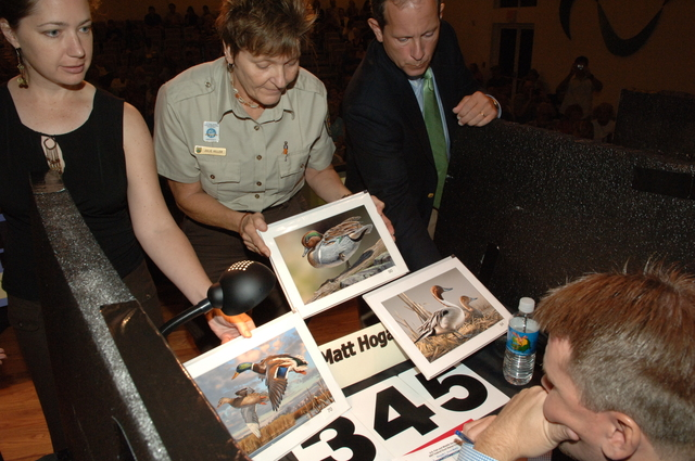 [Assignment: 48-DPA-10-13-07_SOI_K_FWS_Duck] Activities at the 2007 Federal Duck Stamp Art Contest at BIG Arts in Sanibel, Florida, with Secretary Dirk Kempthorne [and Fish and Wildlife Service Director H. Dale Hall among the Interior officials on hand to announce the winning entry, a depiction of a pair of pintail ducks by wildlife artist Joe Hautman of Plymouth, Minnesota.] [48-DPA-10-13-07_SOI_K_FWS_Duck_IOD_5169.JPG]