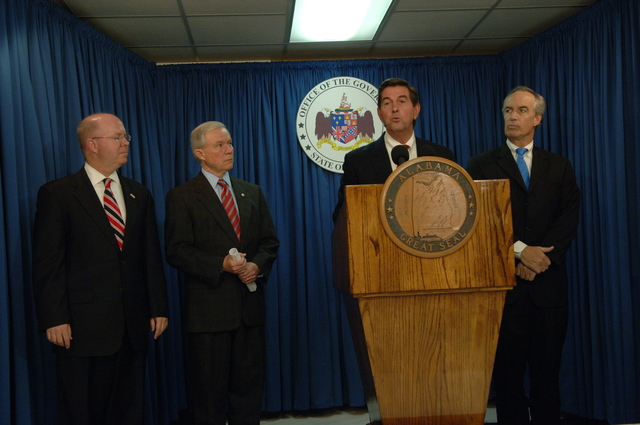 [Assignment: 48-DPA-10-26-07_SOI_K_GA_Ala] Meeting and press conference in Montgomery, Alabama [concerning inter-state water issues arising from the drought affecting the southeastern U.S.,] with Secretary Dirk Kempthorne joining Alanama Governor Bob Riley, [Alabama Senator Jeff Sessions, White House Council on Environmental Quality Chairman James Connaughton, and the Commander of the U.S. Army Corps of Engineers, Lieutenant General Robert Van Antwerp, among other officials] [48-DPA-10-26-07_SOI_K_GA_Ala_IOD_5816.JPG]