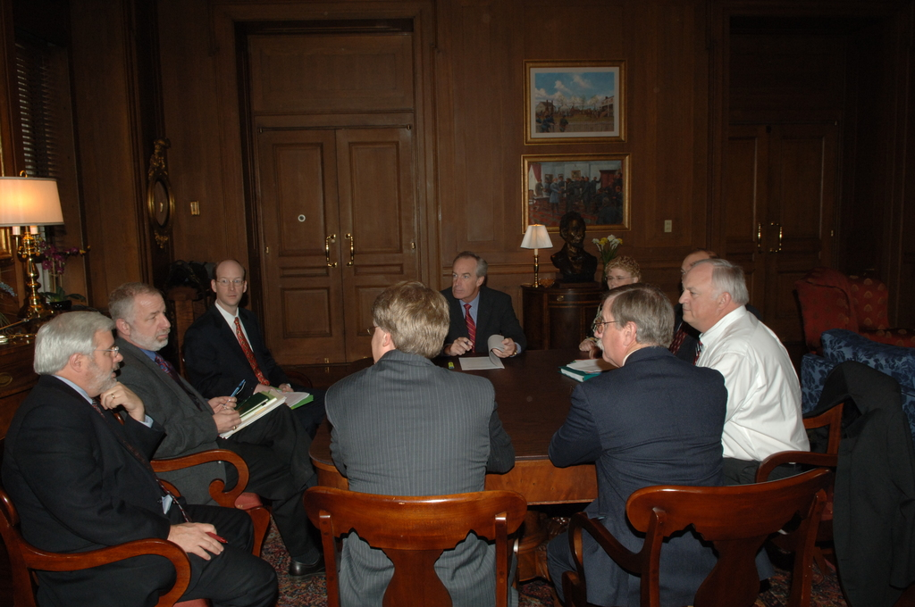 [Assignment: 48-DPA-11-13-07_SOI_K_PAR] Secretary Dirk Kempthorne [with Associate Deputy Secretary James Cason and other senior Interior officials, discussing and signing off on] Performance and Accountability Report (PAR) for the Department [48-DPA-11-13-07_SOI_K_PAR_IOD_7289.JPG]