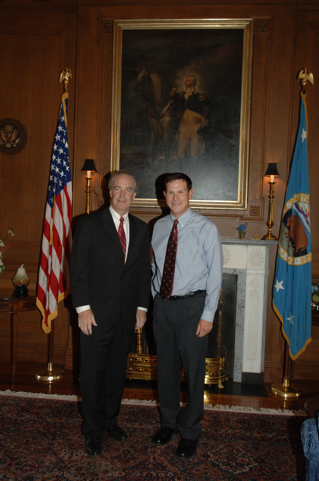 [Assignment: 48-DPA-11-16-07_SOI_K_Skurka_meet] Secretary Dirk Kempthorne meeting [at Main Interior with professional backpacker, tour guide and writer] Andrew Skurka, [and associate] [48-DPA-11-16-07_SOI_K_Skurka_meet_IOD_7664.JPG]