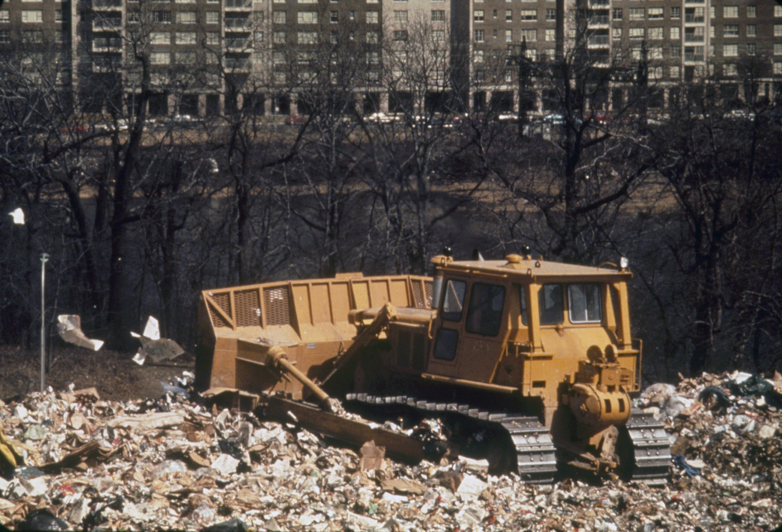 Environmental Images ( Water Treatment Plant, Vegetables, Sculptures, Air Pollution, Oil Tanks, Aerial Photos of Cities, Water Pollution, Waterways, Dumps, Trash) - 9/22/2003