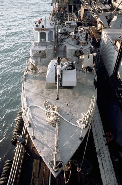 PH1 DeWayne Smith Persian Gulf....Barge workers prepare to offload a PB Mark III patrol boat from the barge Wimbrown 7. OFFICIAL U.S. NAVY PHOTO (RELEASED)